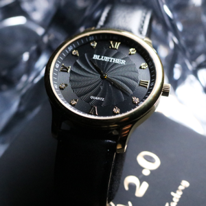 Infinity Watch V2 - Gold Case Black Dial Version (Gimmick and Online Instructions) by Bluether Magic - Trick